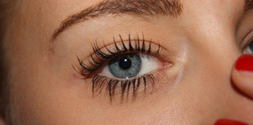 eye mascara woman-675104_1920